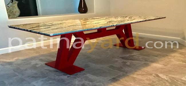 A clean modern designed dinning room table with po